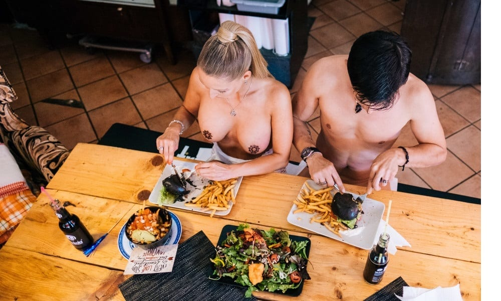 """Nude Restaurant - Black Cat"" in Berlin"