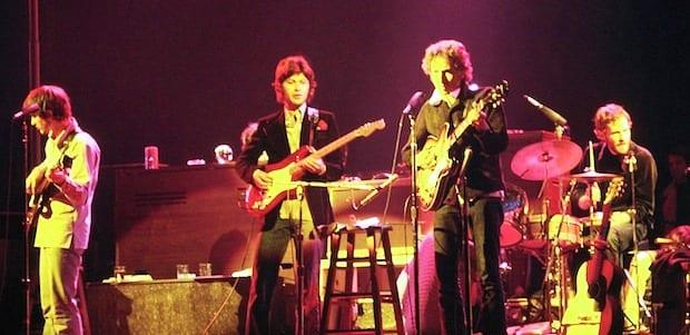"""Il Nobel a Bob Dylan? Infuria la polemica: """"Darglielo è sbagliato"""". E lui si chiude nel silenzio"""