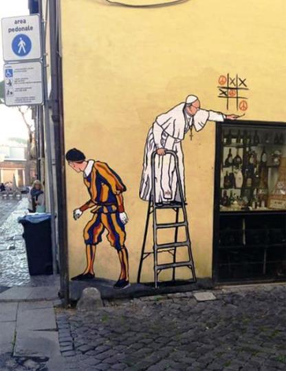 Street art in Vaticano, murales con Papa Francesco che gioca a tris: subito rimosso