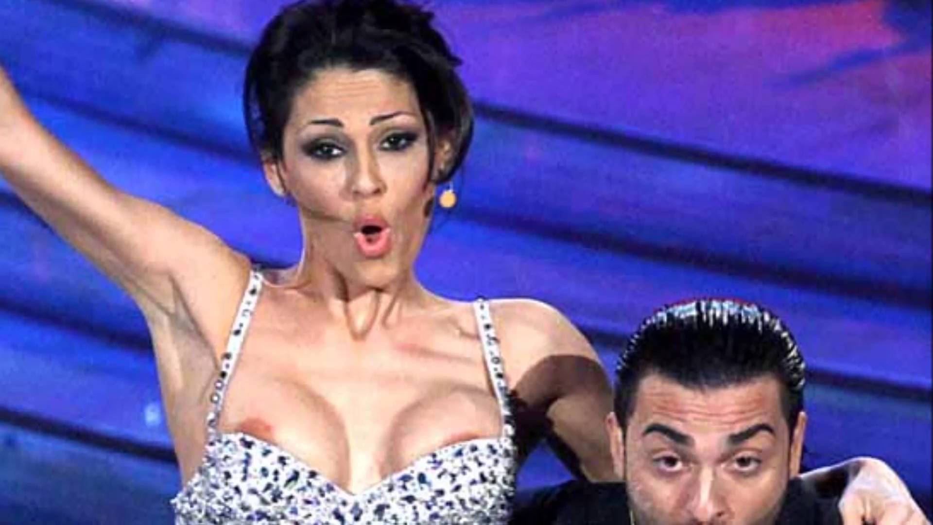 Incidenti hot in tv: tutti i siparietti sexy delle celebrities [FOTO]