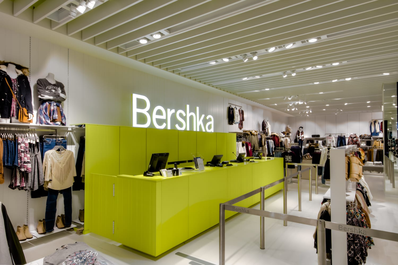 Moda la top 10 dei negozi d 39 abbigliamento di tendenza for Negozi bershka roma