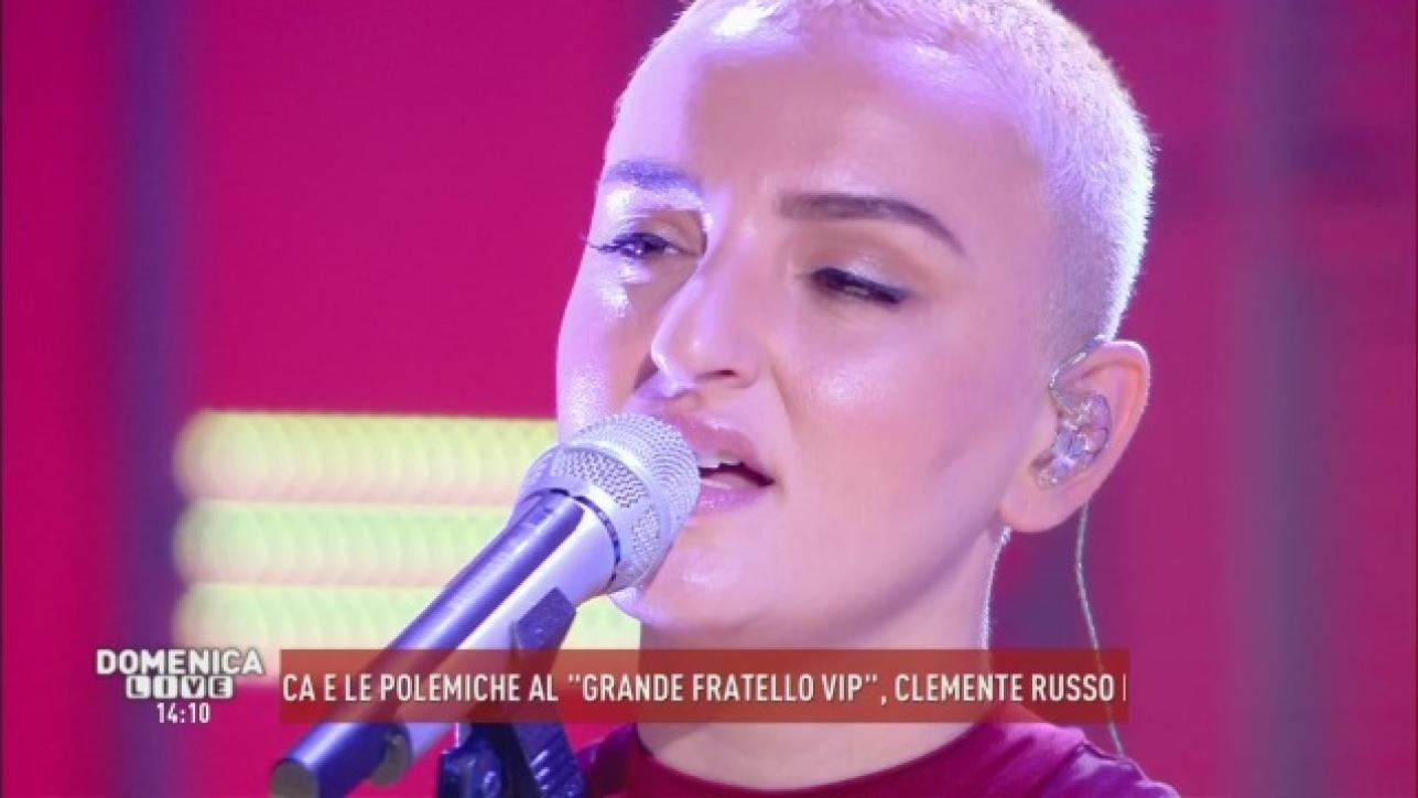 Arisa, look inedito (e molto discusso) ospite a Domenica Live