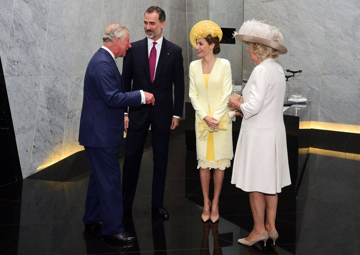 La Regina di Spagna, Letizia Ortiz, incanta Buckingham Palace [FOTO]