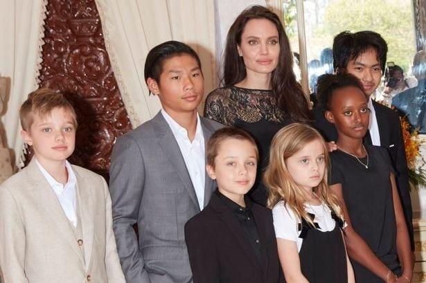 Angelina Jolie parla del divorzio: piangevo sotto la doccia