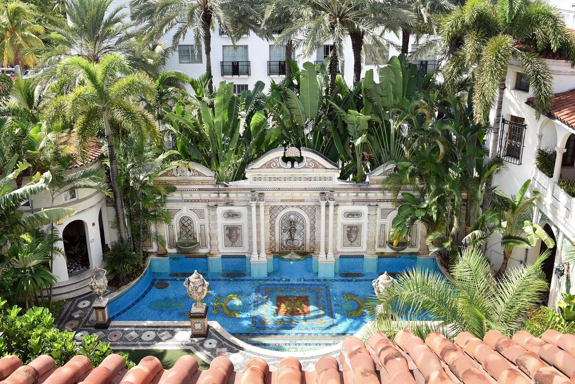 Gianni Versace, ecco la villa da mille e una notte dove è stato ucciso lo stilista [VIDEO]