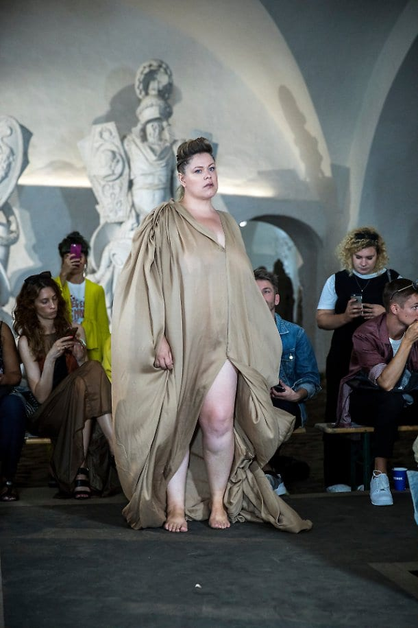 """Copenhagen, in passerella uomini e donne nudi per celebrare """"The Body"""" [FOTO]"""