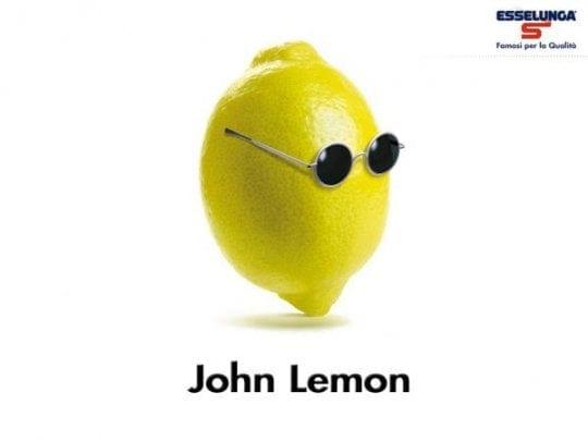 Yoko Ono fa causa alla bevamda John Lemon
