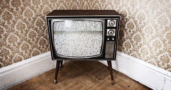 RaiUno in blackout: niente diretta, in onda solo programmi vecchi