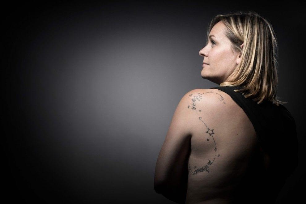 Bataclan, i tatuaggi dei sopravvissuti per non dimenticare e per ricominciare a vivere [FOTO]