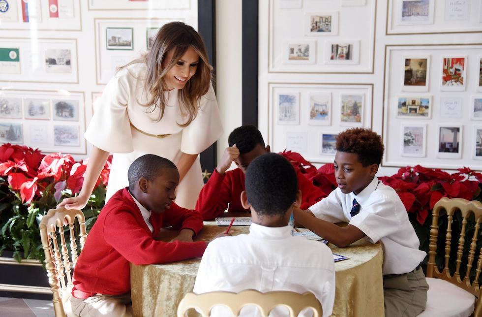 Il primo Natale alla Casa Bianca dei Trump: Melania presenta le decorazioni [FOTO+VIDEO]