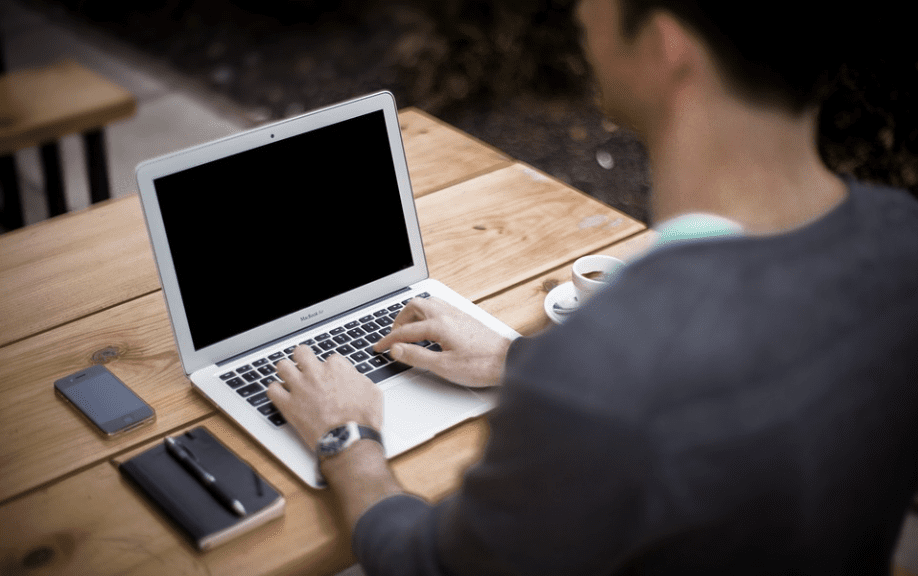 Il sito della gogna porno, insultare e umiliare le donne sul web