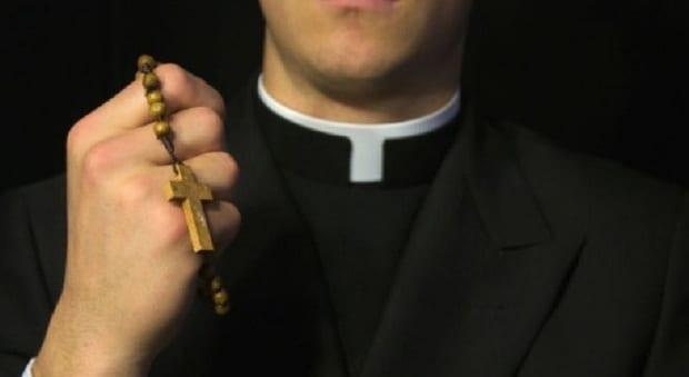 """Ricatto Hard al prete: """"Vogliamo 20mila euro o pubblichiamo il filmino porno"""""""