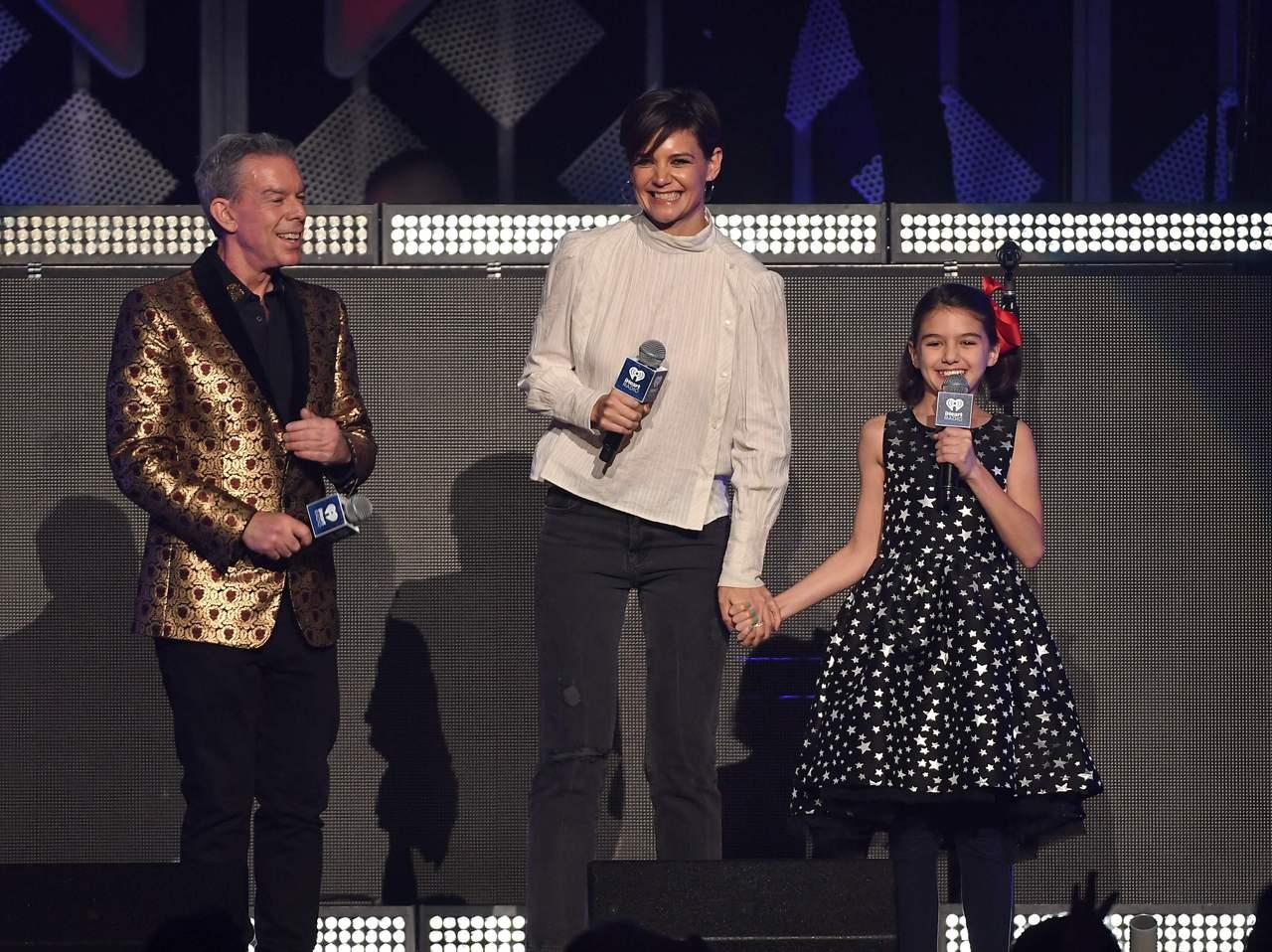 Katie Holmes e Suri Cruise insieme sul palcoscenico di New York per la prima volta [FOTO]