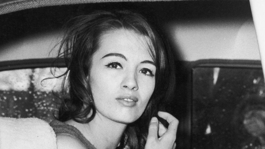 """È morta Christine Keeler, la modella dello """"scandalo Profumo"""""""