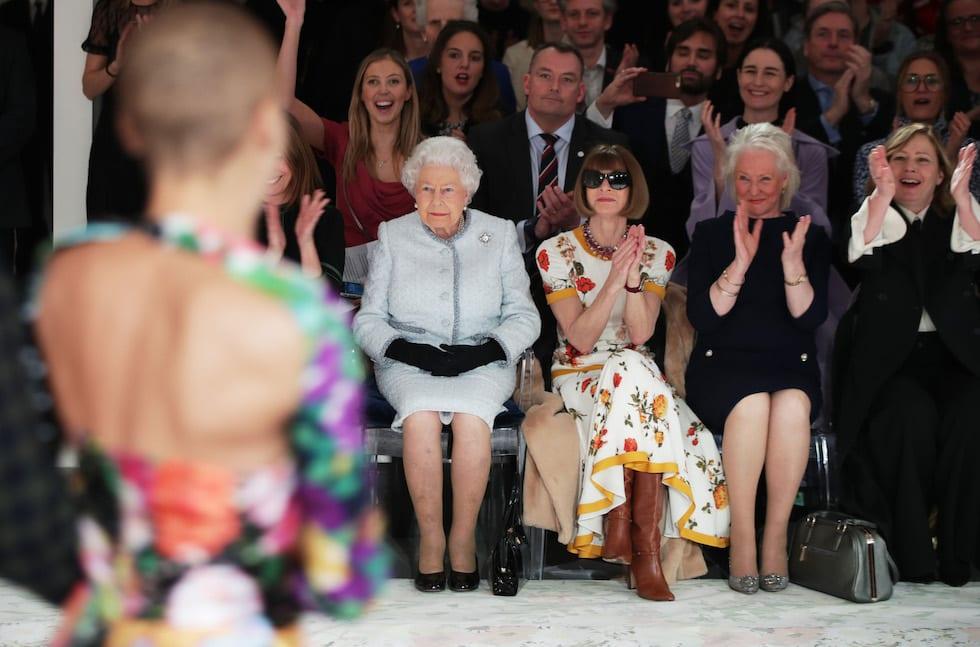 Regina Elisabetta II: per la prima volta alla London Fashion Week