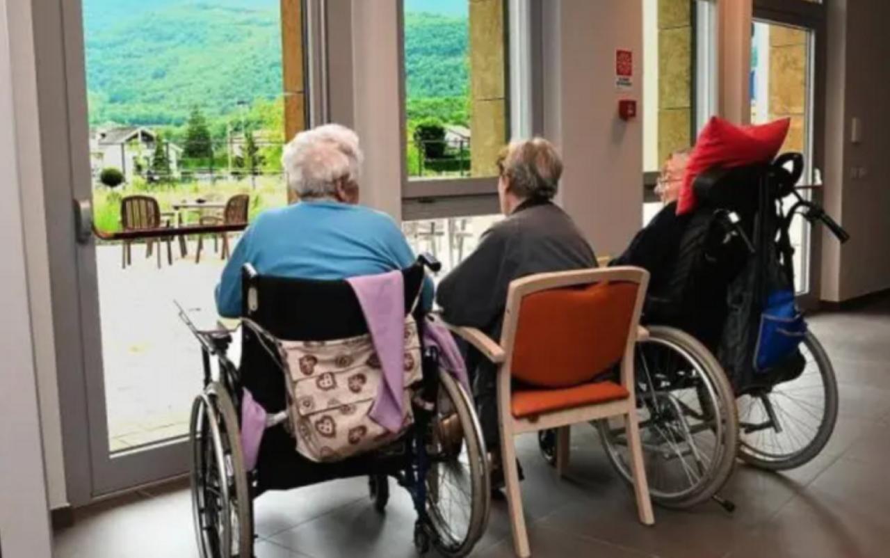 Anziani bambini Lecco visita Rsa