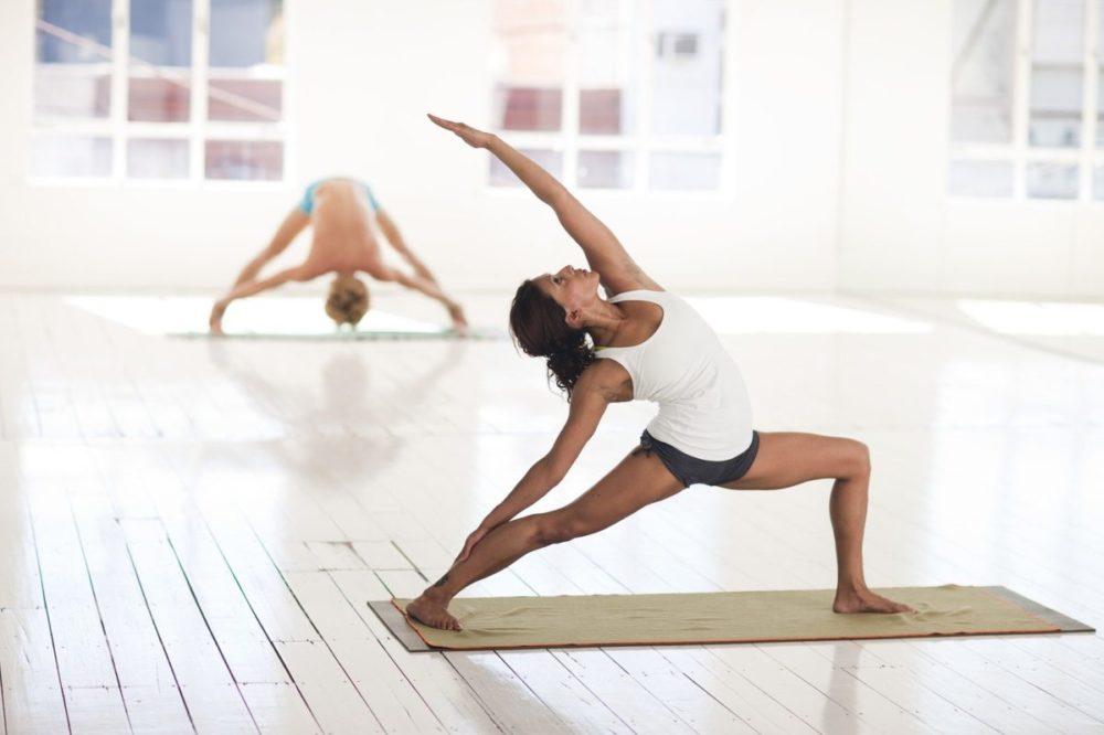 Giornata Mondiale dello Yoga: la storia e le star che amano praticarlo: da Meghan Markle a Jennifer Aniston