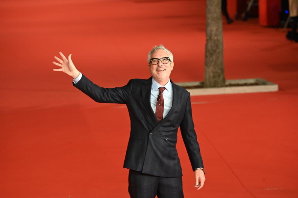Alfonso Cuarón, il Premio Oscar celebra il cinema italiano: tra i preferiti Zalone e Frammartino