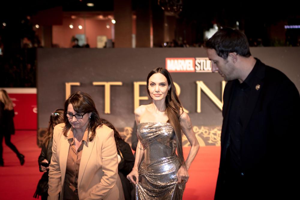 """Angelina Jolie conquista il Red Carpet del Film Festival romano di """"Eternals"""""""