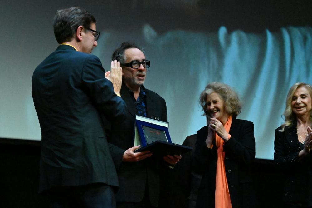 """Festa del Cinema di Roma, Tim Burton riceve il Premio alla Carriera: """"Johnny Depp? Certo che farei un film con lui"""